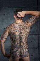 Tatuaggio su tutta la schiena